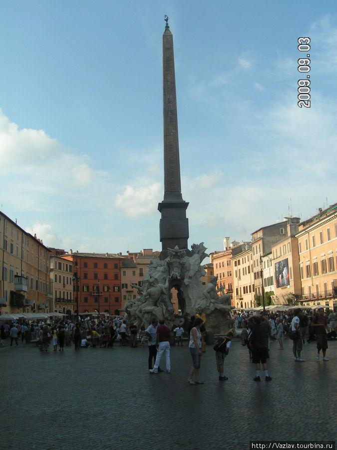 В центре площади