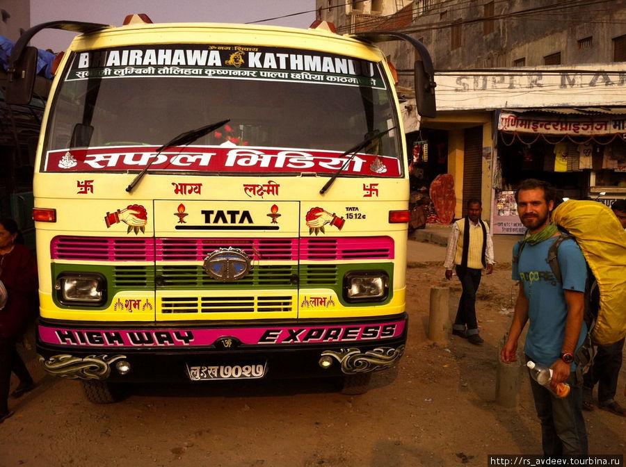 До Катманду мы ехали на этом автобусе.