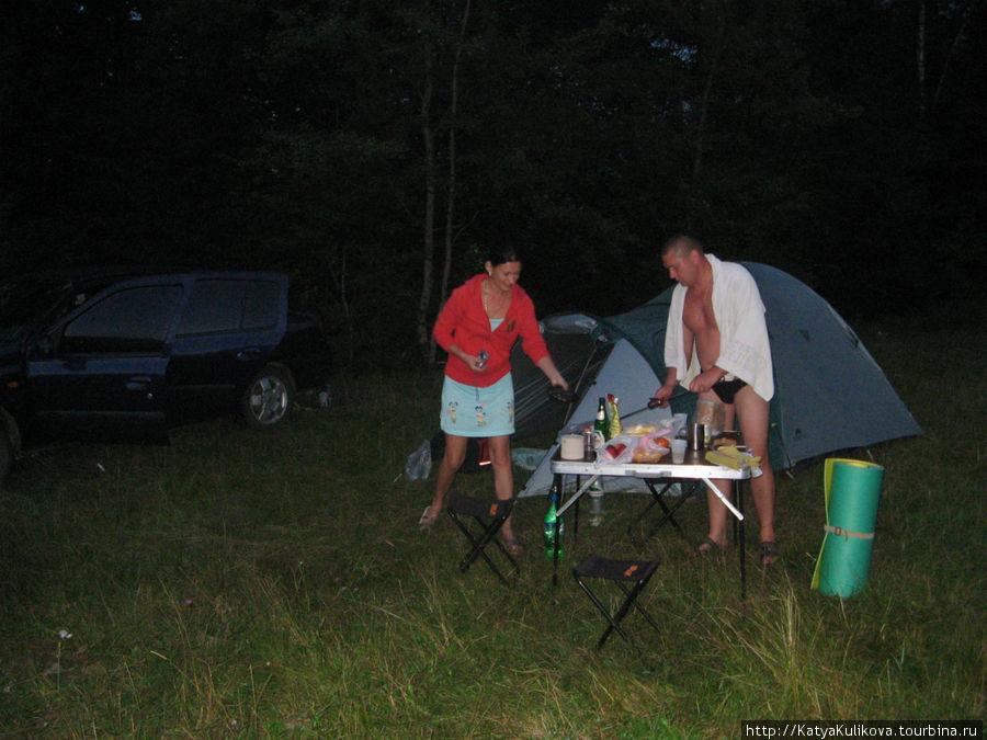 Наташа и Влад. прекрасные ребята из Черновцов, накормившие нас, напоившие. Рассказывали нам интересные истории о своих вылазках в Карпаты.