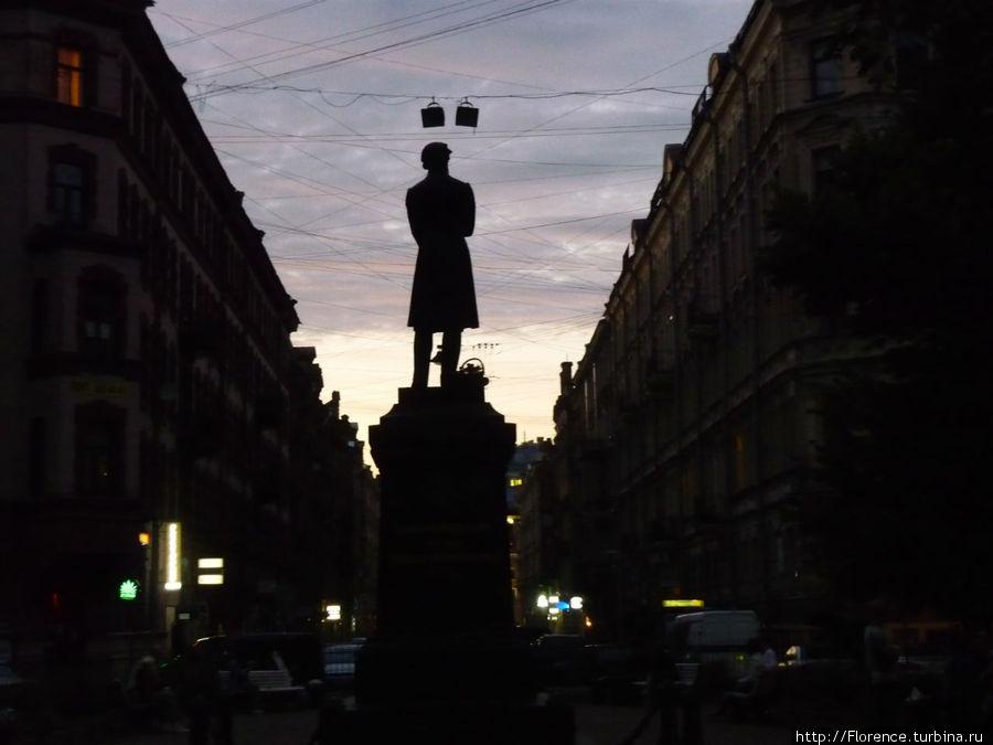 Памятник Пушкину в белую ночь