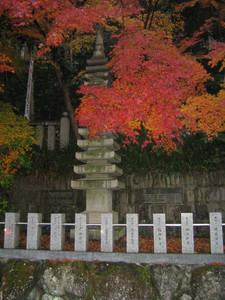 Возле входа в храм. Осюда начинается подъём на гору, к главному храму.