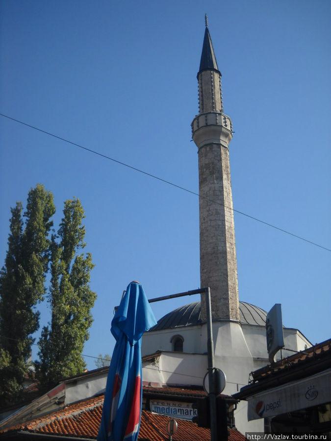 Вид на мечеть со стороны базара