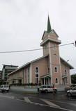 24. Хоть и построили католики свою церковь в центре города, доминантной религией на островах является протестанство.