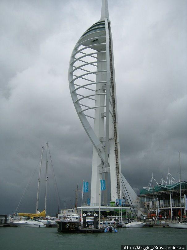 Спиннакер башня-170- метровое сооружение в форме паруса со смотровой площадкой наверху. В ясный день можно видеть вдаль до 37 км...