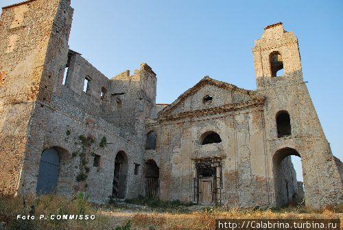 Замок Карафа Роччелла-Ионика, Италия