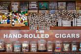 Здесь тоже продают сигары.