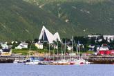 Арктический собор, вид с набережной в центральной части города на острове