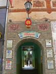 Дегустационный зал Шардоне расположен в центральной части города недалеко от замка.