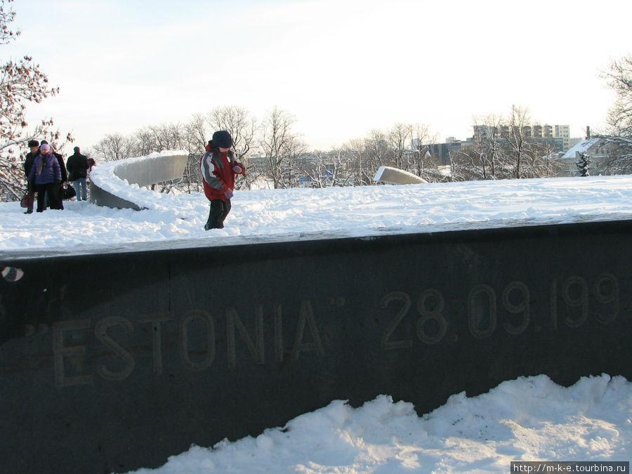 Памятник погибшим на пароме Эстония