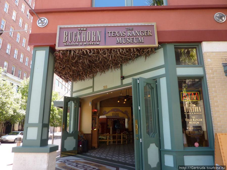 Вход в ресторан и  музеи