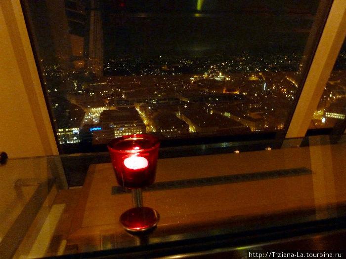 Вид на ночной Осло из бара