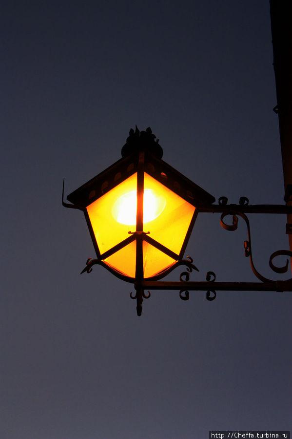 Вечерний фонарь.