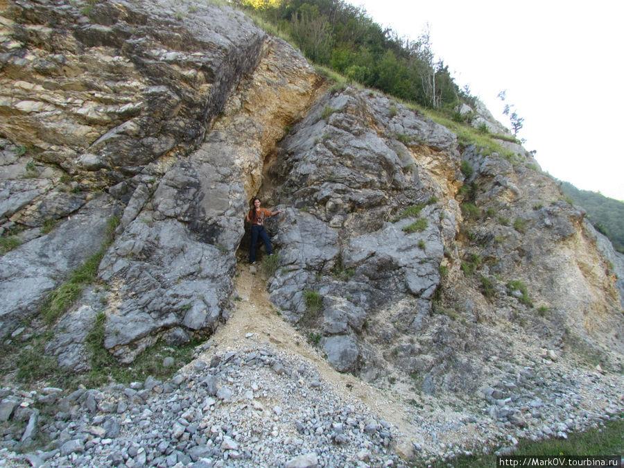 штурман прячется в скалах..