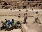 Транспорт на выбор доставит туристов к пункту назначения — ослики, верблюды, лошади...