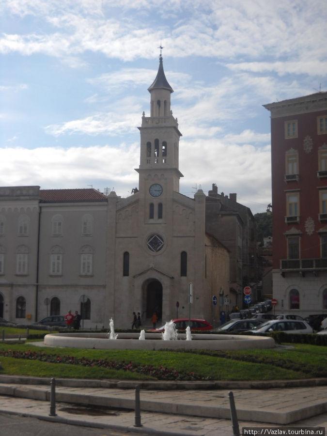 Церковь и её соседи