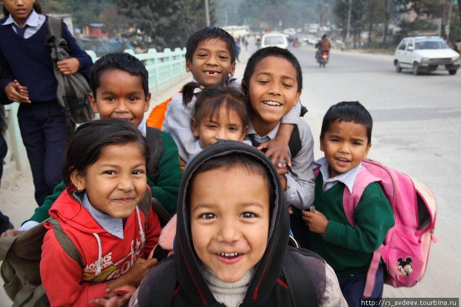 Непальские школьники