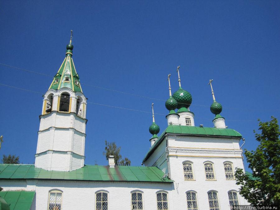 Церковь Вознесения (Леонтьевская) вблизи