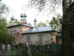 Рядом — кладбище и  церковь Вознесения Господня