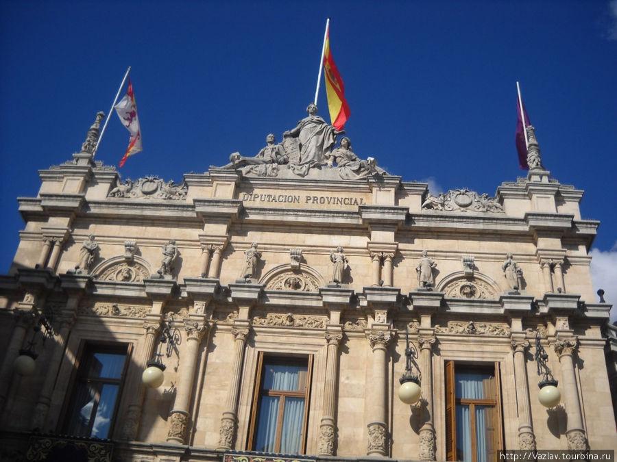 Фасад дворца