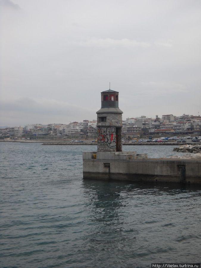Мол с маяком