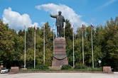 Которая заканчивается памятником Ленину.