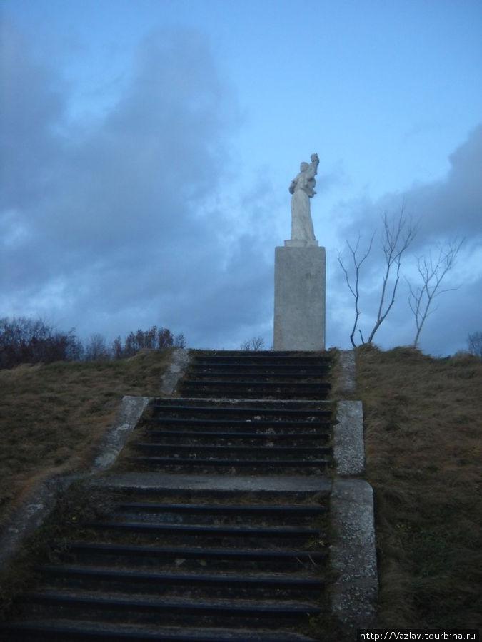 Монумент в полный рост