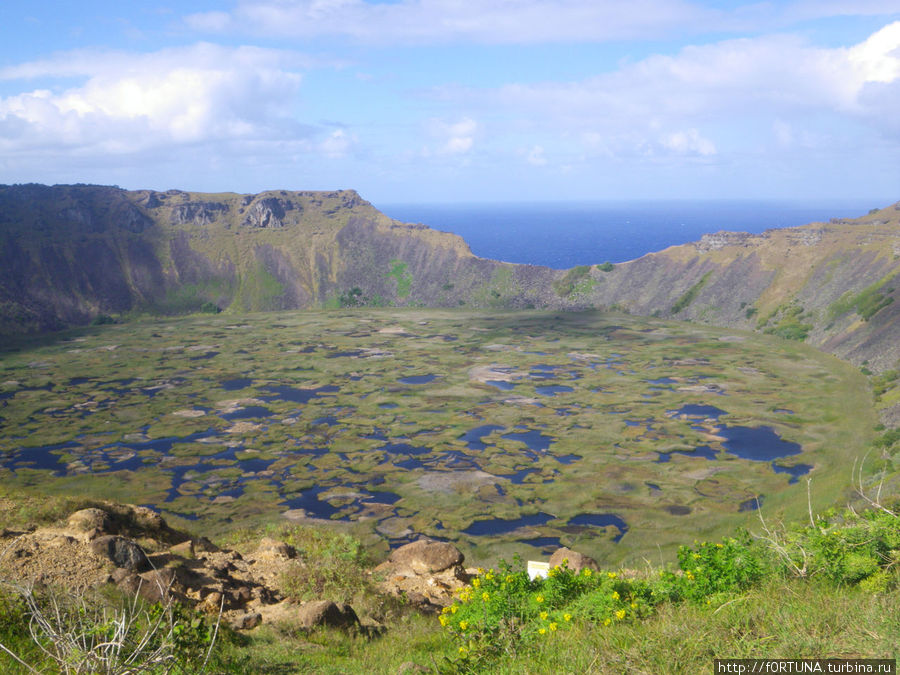 Кратер вулкана Рано-Кау