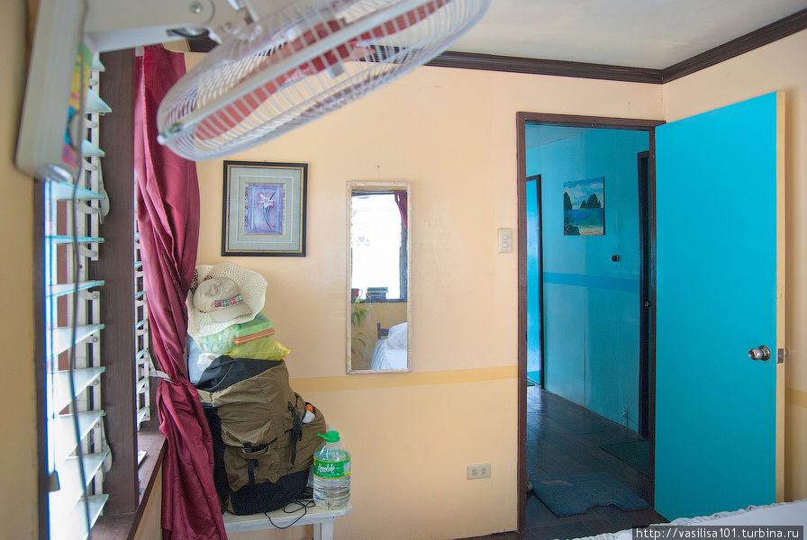 Вид комнаты с другой стороны