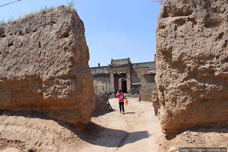 Велопрогулка к монастырю Шуанлиньсы Пинъяо, Китай