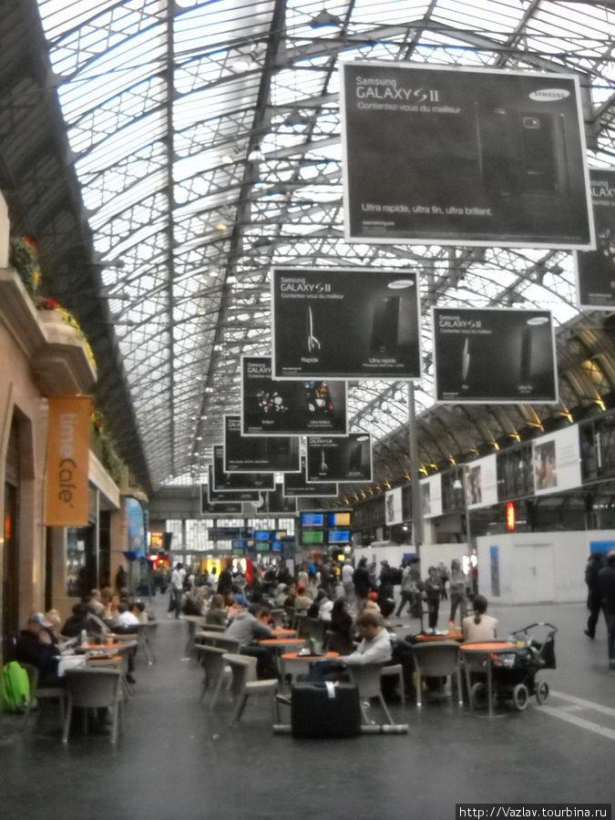 Кафе рядом с платформами