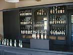 К сожалению на витрине муляжи   и пустые бутылки.