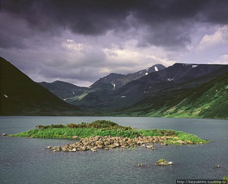 Озеро Дальнее с южного берега. Лавовый остров.
