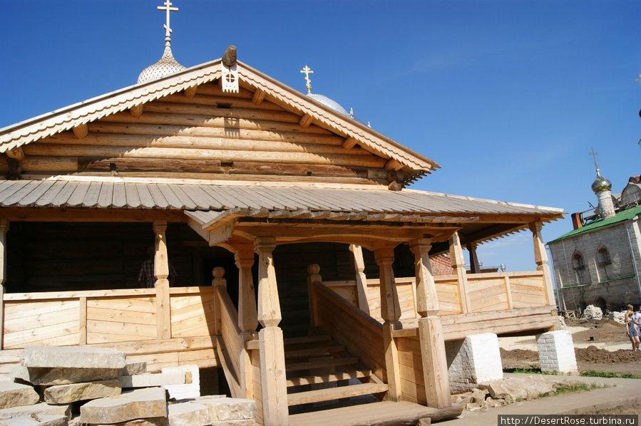 со слов хранителя, один из самых старейших храмов острова. Вход 30руб. К сожалению, внутри нет никаких убранств.