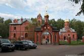 Километрах в двух к востоку находится церковь Михаила Архангела. Современная, строилась с 1991 по 2000 годы.