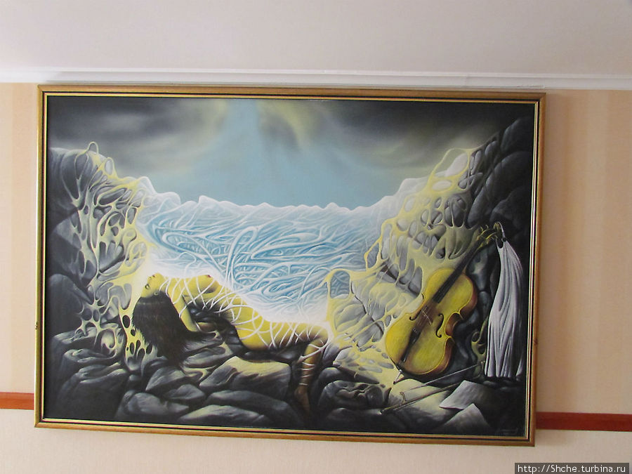 оригинальная картина на нашем этаже