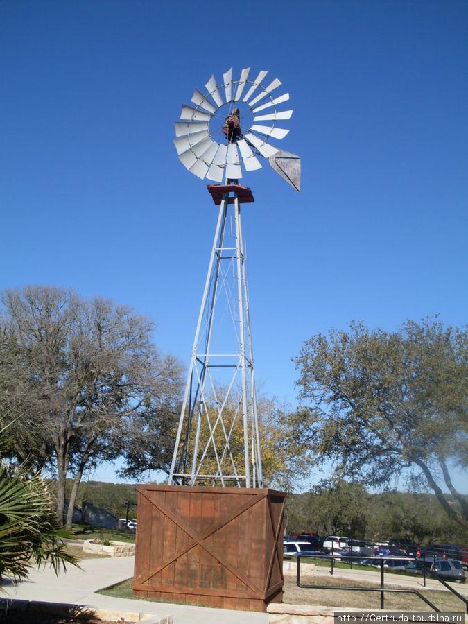 Очередной ветряк на ранчо.