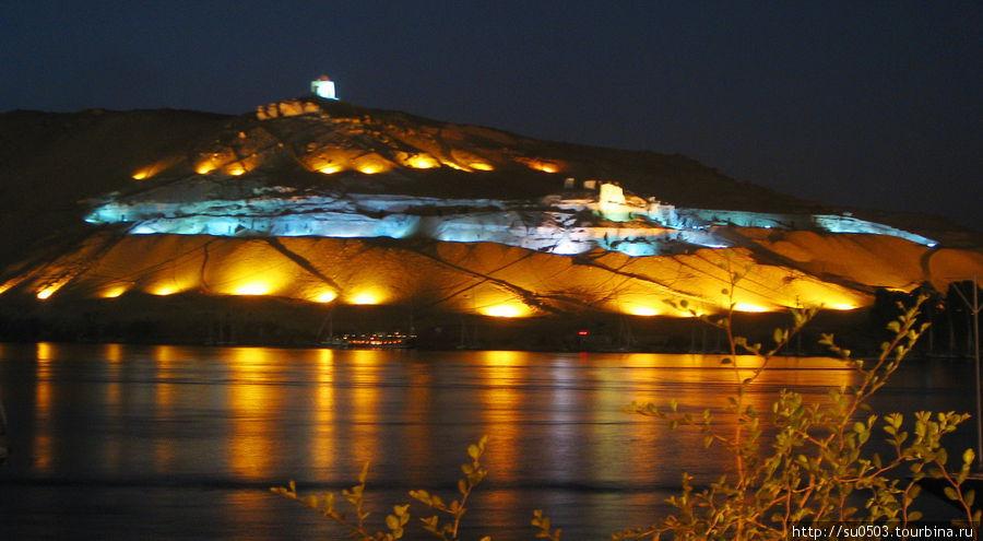 Вечернее освещение Могилы
