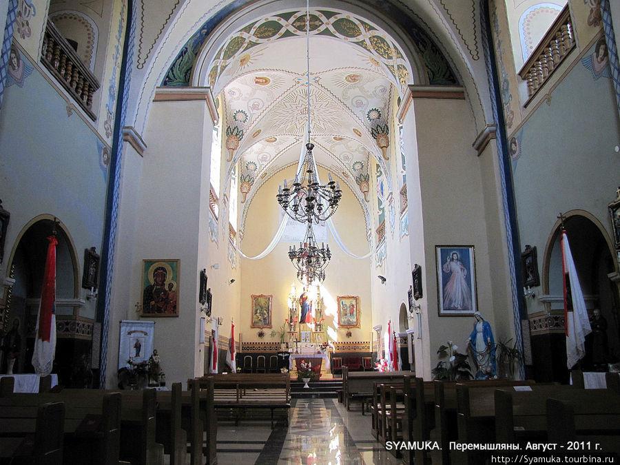 Интерьер костела Петра и Павла.