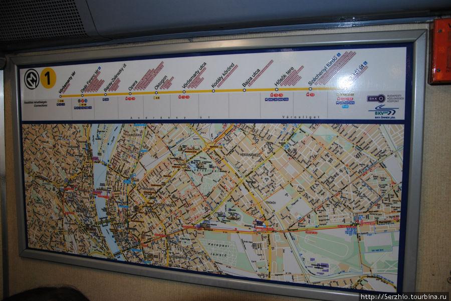 В конце вагона на поезда на Жёлтой линии вот такая табличка с остановками по данной линии