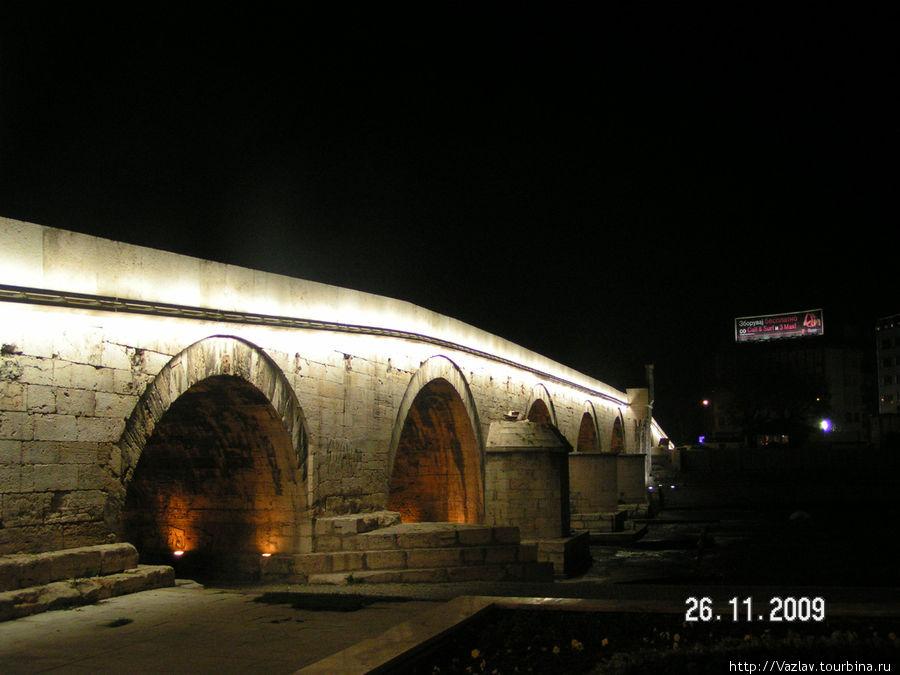 Мост в подсветке