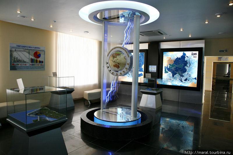 Музей гидроэнергетики (находится в здании Угличской ГЭС) отражает всю историю создания и существования Рыбинского и Угличского гидроузлов и Рыбинского водохранилища