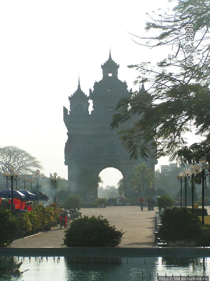 Вид на арку с проспекта