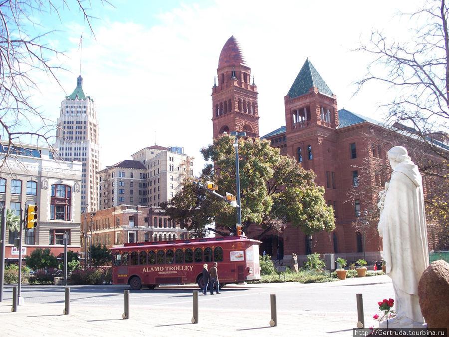 Вид на здание Окружного суда