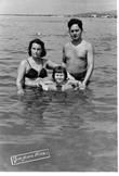 Я с родителями в Сухуми в 1956 году