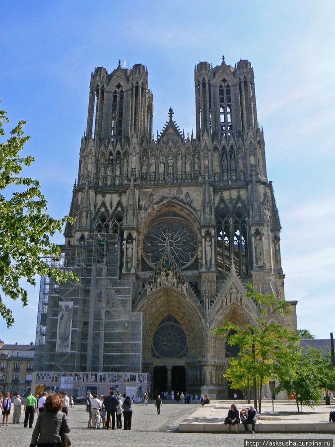 Главная достопримечательность Реймса – кафедральный собор Нотр Дам де Реймс.