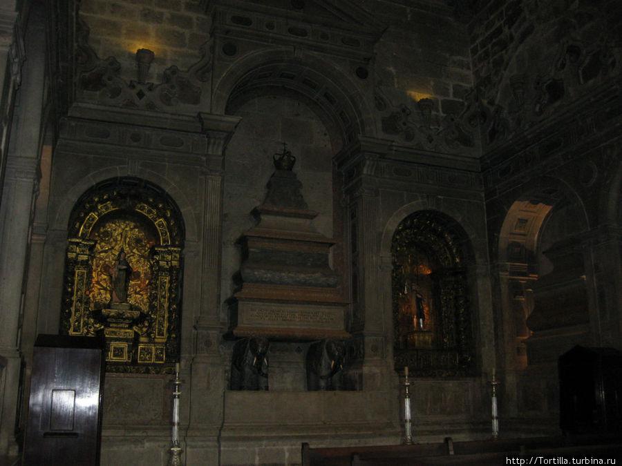 Лиссабон, Белен Церковь Санта Мария де Белен. саркофаг короля Себастьяна