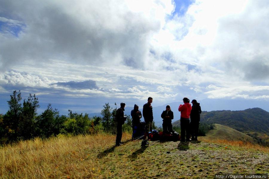 Так здорово постоять на вершине хребта (хребет Эльх-Кая) и посмотреть вокруг