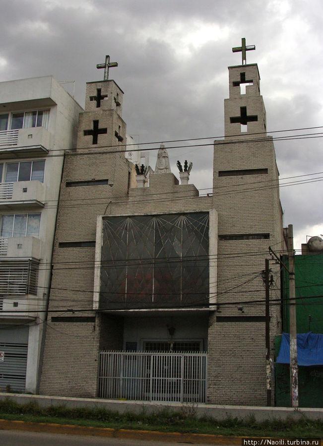 Церковь — выглядит достаточно таинственно, но вряд ли она послужила причиной названия улицы