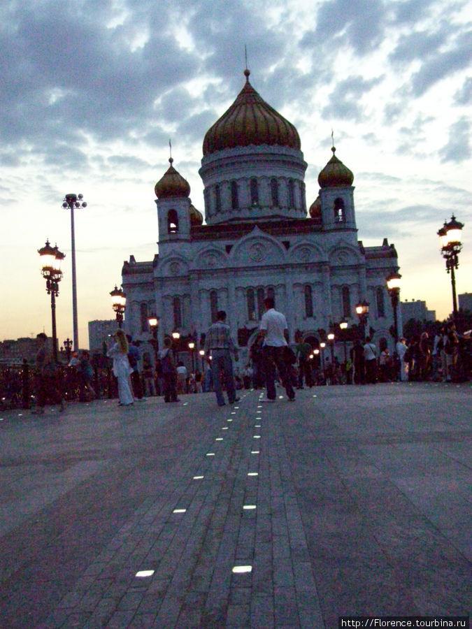 Храм Христа Спасителя с Патриаршего моста