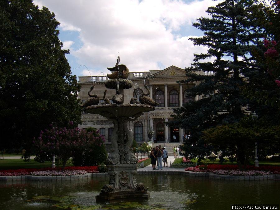 Парк во дворце Долмабахче.